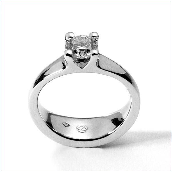 diamond soltaire platinum ring