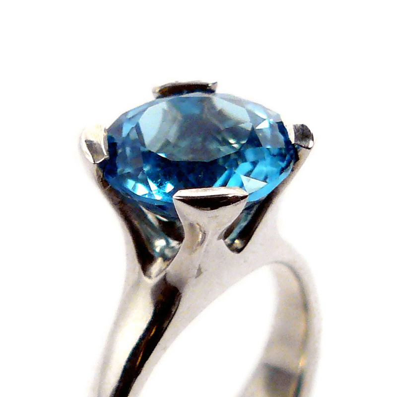 Anemone ring with topaz